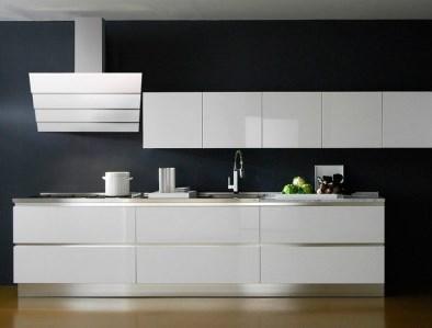 Вид кухни с вытяжкой Maunfeld Cascada 90 белого цвета