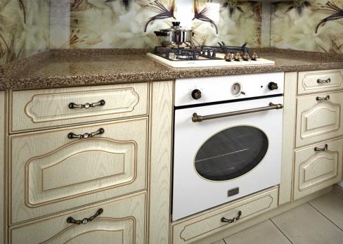 Вид кухни с духовым шкафом Korting